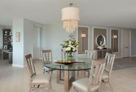 Dining Room / Foyer